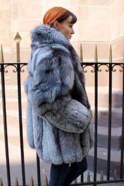 Marc Kaufman Furs Presents a preowned mint condition silver fox fur stroller from Marc Kaufman Furs New York,Argentina,United Kingdom,Austria,Denmark,Norway,Australia,Finland,Saudi Arabia,Oman,Kuwait,Jordan,Egypt