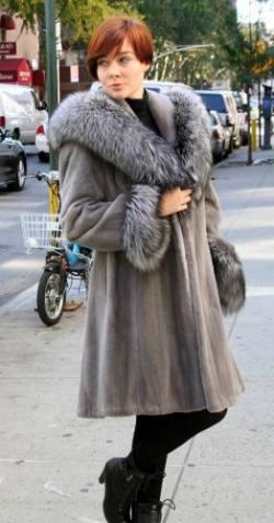 Blue Iris Mink Stroller Silber Fox Fur Trim