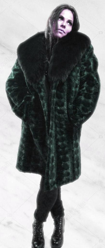 Green Lazor Cut Mink Fur Coat Black Fox Fur Collar
