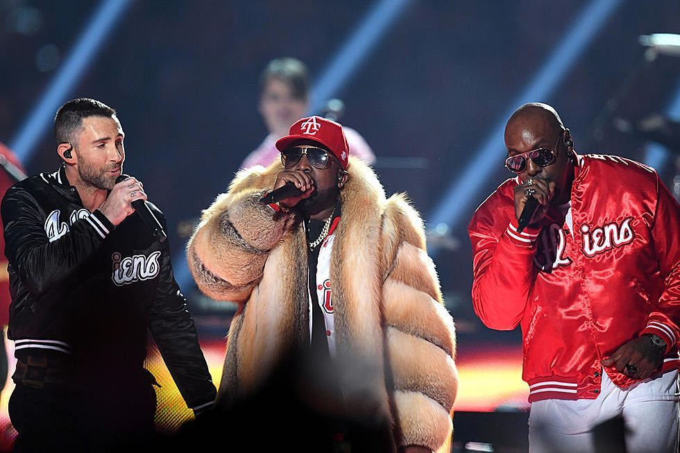 Superbowl Fur Coat Halftime Performance