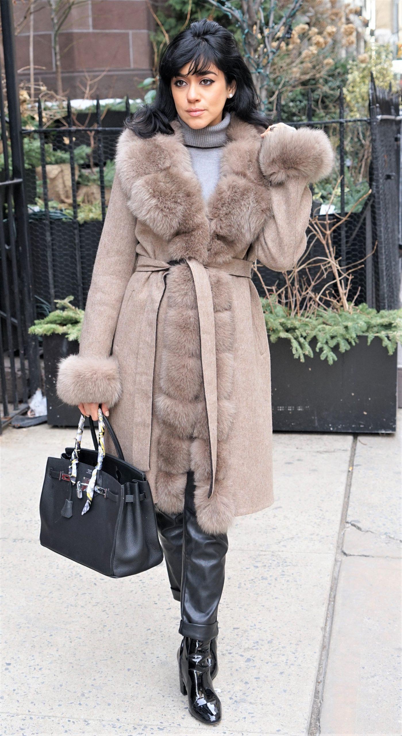 Oatmeal Mist Colored Alpaca Coat Fox Trim Size Medium 84747