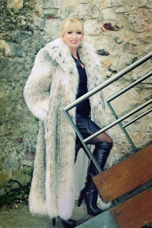 Fabulous Designer Full-Length Canadian Lynx Coat