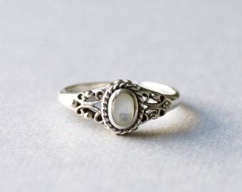 Elegant Vintage Silver Ring